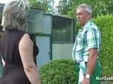 Opa fickt Oma im Kleingarten – Oma- und Opasex