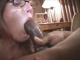 Gagging Milf mit schwarzem Penis – Deepthroat Blasen