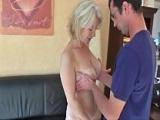Reife Frau fickt jungen Mann – Mature Sex