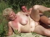 Deutsche Oma beim Sex im Wald – Oma Outdoor ficken