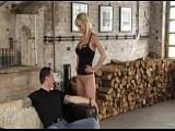 Mann riecht an Vivian Schmitts Fotze und fickt sie