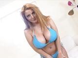 Sophie Dee: Pralle Brüste und ein draller Arsch des Porno-Stars