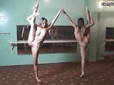Nackte Balletttänzerinnen zeigen ihre Muschi – Fotzensport