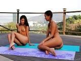 Yoga Sex mit Veronica Rodriguez und der Chinesin Alina Li