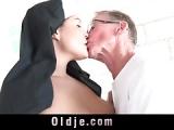 Nonne wird vom alten Mann gefickt – Nun gets fucked