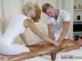 Erotik Massage zu zweit für eine Frau
