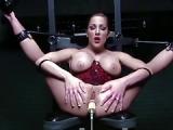 Gefesselt zum Orgasmus durch BDSM