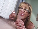 Blowjob rauchender Frau mit Brille