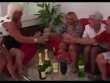 Mann fickt vier Omas – Granny Sex mit 4 Rentnerinnen