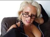 Sexgeile Ehefrau geht fremd und Cuckold sieht zu