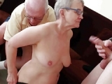 Oma fickt jungen Mann – Opa guckt beim Sex zu