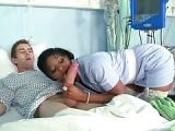 Schwarze Krankenschwester fickt Patienten – Sex mit Schwester