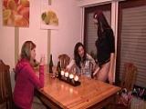 Frauen WG Party wird zum Lesben-Fick