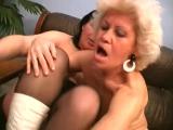 Dicke alte Frauen ficken und lecken sich im Porno