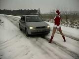Frau hält Fahrer zum Ficken an – Outdoor Sex im Schnee